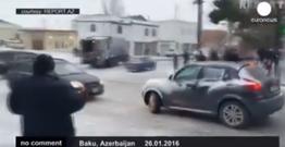Sürücülərimizdən buzlu yolda qəzasız manevrlər - Euronews-da!